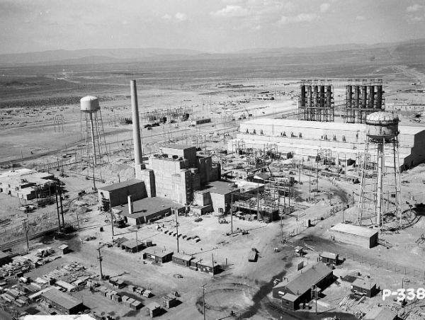 Hanford_B-Reactor_Area_1944-w600